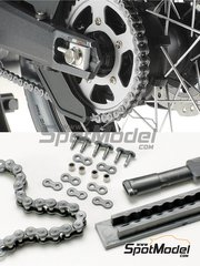 Tamiya: Chain set 1/6 scale - Scale motorcycle chain assembly - plastic parts - for Italeri reference 4513, or Tamiya references TAM16001, TAM16038 and TAM16042