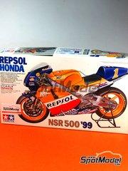 Tamiya: Maqueta de moto escala 1/12 - Honda NSR500 Repsol Nº 1, 3, 8 - Michael 'Mick' Doohan (AU), Alex Criville (ES), Tadayuki 'Taddy' Okada (JP) - Campeonato del Mundo 1999 - maqueta de plástico